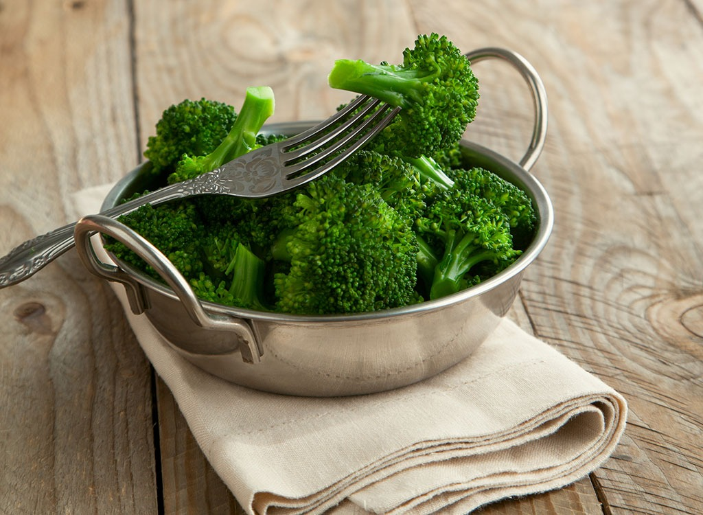 Steamed broccoli - best ways to speed up your metabolism